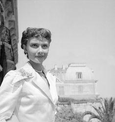 Audrey Hepburn photographed by Edward Quinn, 1951 ... | SoAudreyHepburn