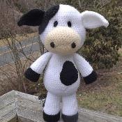 Lil' Cow Amigurumi Pattern - via @Craftsy