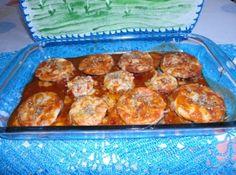 Receita de Beringela á Parmegiana - beringelas ja fritas, em cima de cada rodela coloque o presunto, uma colher de molho e por cima coloque a muçarela e mais uma colher de molho. ...