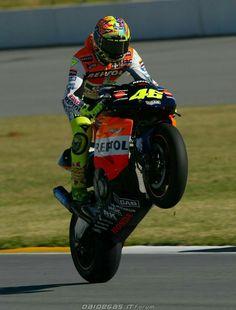 Valentino Rossi  2002 Motogp Valentino Rossi, Valentino Rossi 46, Motorcycle Men, Racing Motorcycles, Grand Prix, Bengalischer Tiger, Vale Rossi, Motogp Race, Nicky Hayden