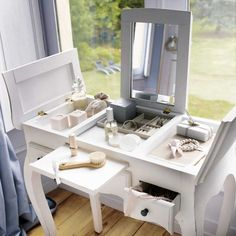 dressing table design ideas white makeup vanity with compartments Corner Dressing Table, Dressing Table Vanity, Dressing Tables, Vanity Tables, Closet Vanity, Vanity Design, Beauty Room, My Room, Sweet Home