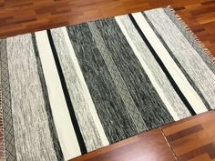 Räsymatto+-+Nikita+(harmaa) Weaving Projects, Tapestry Weaving, White Area Rug, Color Stripes, Carpet Runner, Sisal, Design Projects, Area Rugs, Weaving