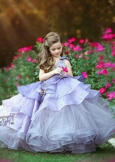 Children's Day Queen Dresses - Trend Today : Your source for the latest trends, exclusives & Inspirations Little Girl Gowns, Cute Little Girl Dresses, Baby Girl Party Dresses, Gowns For Girls, Dresses Kids Girl, Birthday Dresses, Pretty Dresses, Party Wear Dresses, Flower Girl Dresses