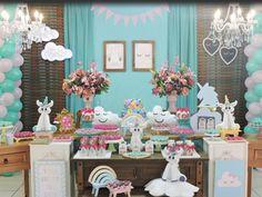 Festa Unicórnio: 30 ideias incríveis para você - Fazer em Casa Unicorn Themed Birthday Party, Unicorn Party, Birthday Party Themes, Birthday Ideas, Flamingo Party, Crate And Barrel, Confetti, Crates, Creative