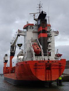 http://koopvaardij.blogspot.nl/2017/10/28-oktober-2017-in-de-insteekhaven.html    Voormalige Nederlandse MAINEBORG van Wagenborg Shipping B.V., Delfzijl  17 december 2014 te Klaipeda na verkoop overgedragen