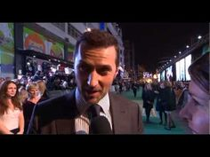 Richard Armitage Interview #1 - Hobbit The Battle of the Five Armies World Premiere - YouTube