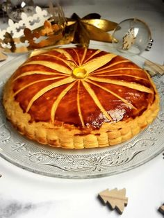 Régalez-vous avec cette vraie galette des rois frangipane, avec une crème pâtissière. Une recette facile, avec une pâte feuilletée maison express succulente.