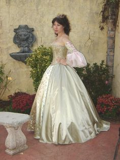 The corset has a modesty panel and laces up in the back with pale pink ribbon. The sleeves are detached. The upper part of the sleeves is ma...