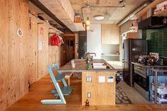 キッチンは一段下げて、カウンターに座った家族との目線の高さが一緒になるようにしています。 #G様邸新御徒町 #キッチン #キッチンカウンター #小上がり #ダイニング #狭小住宅 #インテリア #EcoDeco #エコデコ #リノベーション #renovation #東京 #福岡 #福岡リノベーション #福岡設計事務所