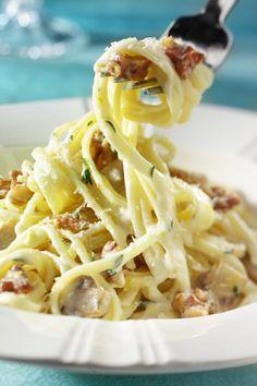 Linguini con Nueces de California y crema de limón. Un plato de pasta con una salsa suave y el original toque de las nueces.