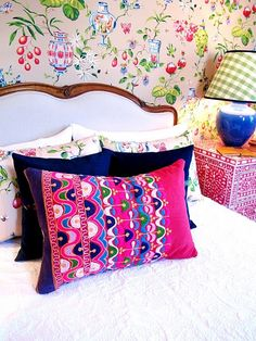 Love this room. Especially the bed, pink pillow, night stand and wall paper. <3