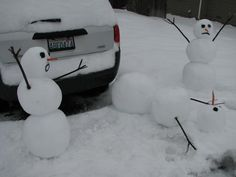 An attempt at the Calvin & Hobbes snowmen. Hunter Lewis would like this! Stupid Memes, Funny Jokes, Hilarious, Hello Winter, Winter Fun, Calvin And Hobbes Snowmen, Funny Images, Funny Pictures, Funny Snowman