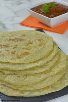 East African Chapati Recipe - How to make Chapati - Franka D. - East African Chapati Recipe - How to make Chapati East African Chapati Recipe - How to make Chapati - South African Recipes, Indian Food Recipes, Vegan Recipes, Cooking Recipes, Ethnic Recipes, Curry Recipes, African Chapati Recipe, Naan, Chapati Recipes