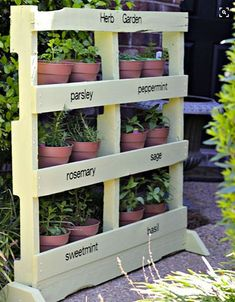 DIY ideas How to build a vertical herb garden from a wooden pallet GARDEN Vertical Garden 5 Cheap and Easy Garde cheap vertical garden ide. Herb Garden Pallet, Herb Garden Design, Diy Herb Garden, Herbs Garden, Pallet Gardening, Garden Frame, Garden Boxes, Vertical Pallet Garden, Dog Garden