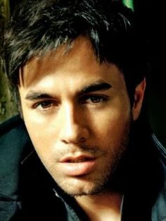 Enrique Iglesias his sexy song from his first marrieds Enrique Iglesias, Pretty People, Beautiful People, Trendy Clothes For Women, Fine Men, Male Face, Attractive Men, Famous Faces, Gorgeous Men