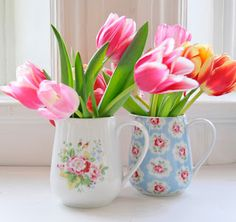 Helen Philipps - love the tulips and the pretty mugs for vases - Helen Philipps – love the tulips and the pretty mugs for vases - Belle Plante, Pretty Mugs, Happy Spring, Spring Has Sprung, Flower Vases, Spring Flowers, Floral Arrangements, Beautiful Flowers, Plants