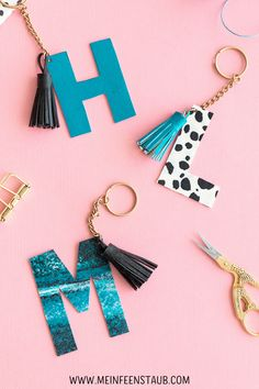 Diy Monogramm, Leather Key Holder, Fimo Clay, Leather Craft, Diy Jewelry, Projects To Try, Bling, Creative, Polymers