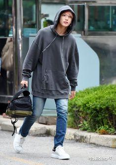 jungkook hoodie always with the hoodie an - hoodies Bts Jungkook, Kim Namjoon, Busan, Bts Airport, Airport Style, Airport Outfits, Airport Fashion, Playboy, Bts Boys