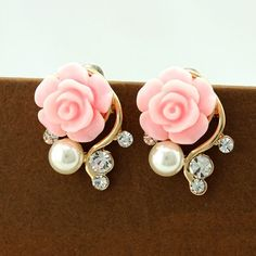 Nice flower #stud #earring, with #pearl and #rhinestone.
