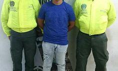 """capturamos a julito uno de los mas buscados por homicidio - Categoria: Actualidad  ND: """"Julito"""" presenta orden de captura por homicidio agravado y porte ilegal de armas. En cumplimiento con el programa Nacional de Ofensiva contra el crimen ordenado por el Presidente de la RepAblica y la DirecciAn General de la PolicAa Nacional de todos los Colombianos. La Unidad BAsica de InvestigaciAn Criminal de UNIPOL de la IntervenciAn de Barranquilla y el apoyo del grupo VA, Grupo de Operaciones…"""