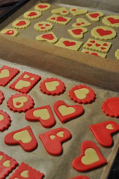 ♥ Valentine Cookies ♥ Idea (German Site) ♥ I assume you know how to color the cookie dough... ;)
