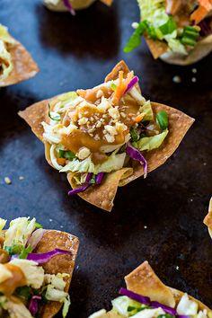 Thai Chicken Salad Wonton Cups | thecozyapron.com
