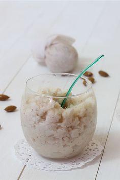 La granita alla mandorla è una preparazione tipicamente della pasticceria siciliana molta apprezzata durante la stagione estiva, consumata sopratutto a colazione viene accompagnata da una morbida brioche siciliane col tuppo.