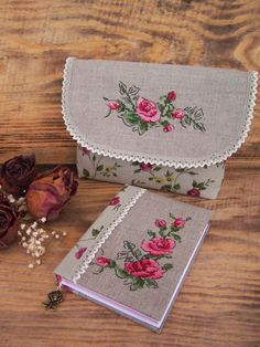 kanavice-canta-modeli Embroidery Bags, Modern Embroidery, Embroidery Designs, Cross Stitching, Cross Stitch Embroidery, Cross Stitch Designs, Cross Stitch Patterns, Stitches Wow, Fabric Book Covers