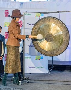 The royal appeared in high spirits as she chatted to schoolchildren and sounded the gong t...