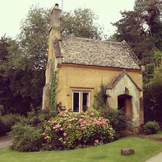 Precious little cottage....