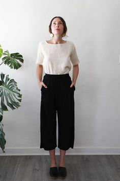 Me and Arrow — Wide PantsBlack Cotton Basic Style, Mom Style, Simple Style, Minimal Fashion, Work Fashion, Fashion Outfits, Minimalism Living, Japanese Fashion, Japanese Minimalist Fashion