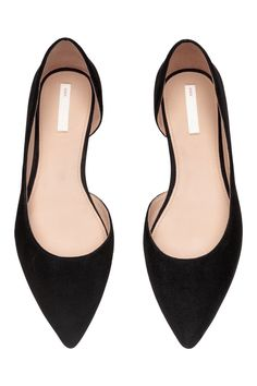 Ballet pumps with pointed toes and an open section at one side. Leather linings and insoles and rubber soles. Black Flats Outfit, Black Flats Shoes, Cute Shoes, Me Too Shoes, Ladies Black Shoes, Work Flats, Pointy Flats, Suede Flats, Women's Fashion Leggings