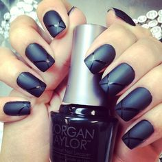 Matte black nails are quite trendy right now. Why women tend to polish matte black nails? Well, it's because women like a gorgeous and universal manicure. Black always gives the impression of a mature and stable personality. Love Nails, My Nails, Gel Nail Art, Nail Polish, Acrylic Nails, Nailed It, Matte Black Nails, Nail Black, Black Polish