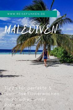 Malediven   Paradiesische Inseln im Indischen Ozean: Auf der Suche nach einem Ziel für die Flitterwochen stoßen viele Paare unweigerlich vor der Hochzeit auf die Malediven. So locken die kleinen Inseln mitten im Meer mit Luxus, Palmen und einer zauberhaften Unterwasserwelt. Beim Schnorcheln am Hausriff kannst du viele Fische und andere Tiere entdecken. Ob Wasserbungalow oder Strandhaus - den perfekten Sonnenuntergang und einen Ort für ein Fotoshooting findest du überall… Beach Mat, Outdoor Blanket, Explore, Tricks, World, Travel Destinations, Holiday Destinations, Destinations, Maldives Honeymoon