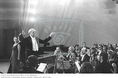 Maestro Jose Siqueira - Nasceu em Conceicao/PB 1907 - Maestro, compositor e academico, reconhecido em nivel internacional. Regeu nos EUA e em diversos paises da europa. Foi professor da Escola de Musica da Universidade do Brasil, hoje UFRJ. Fundou a Orquestra Sinfonica Brasileira (1940), fundou a Orquestra Sinfonica do Rio de Janeiro (1949), fechada 2 anos depois. Oficializou junto ao prefeito Miguel Arraes, a Orquestra Sinfonica do Recife. Idealizou e criou a Ordem dos Musicos do Brasil.