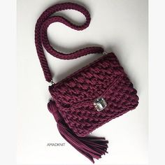 Discover thousands of images about Crochet bag Crochet Case, Crochet Clutch, Crochet Handbags, Crochet Purses, Knit Crochet, Yarn Bag, Craft Bags, Crochet Videos, Knitted Bags