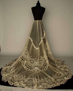 Augusta Auctions: lace wedding skirt, late 1890s  #antique #lace #fashion