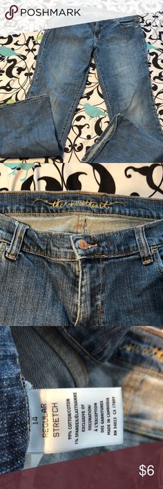 Old Navy the sweetheart size 14 Worn but still in good shape. Please see picture there is a small worn place on back near loop Old Navy Jeans Boot Cut