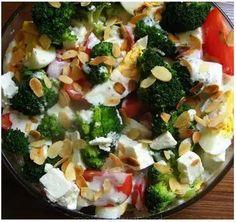 Sałatka brokułowa - PRZEPIS Kobieceinspiracje.pl Tzatziki, Feta, Broccoli, Chicken, Vegetables, Vegetable Recipes, Veggies, Cubs