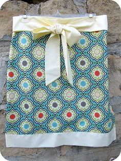 Apron in an hour. I think I can learn to sew with a project this easy.