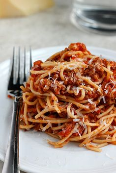 Our favorite turkey bolognese! A healthy option served over your favorite pasta or veggie noodles! Spaghetti Recipes, Pasta Recipes, Cooking Recipes, Healthy Recipes, Spaghetti Sauce, Ground Turkey Spaghetti, Turkey Pasta, Turkey Bolognese, Meat Sauce Recipes