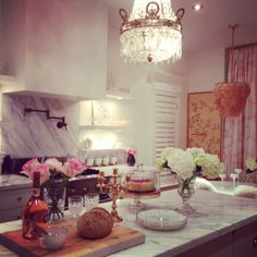 Fancy kitchen! I would definitely bake some cakes and pies every weekend if the kitchen in my house is like this!!