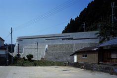Horizontal House, Shiga, Japan by EASTERN design office