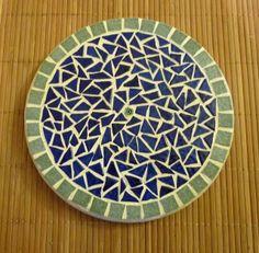 Dessous de plat rond en mosaïque, Recto Verso, Bleu, Vert, Orange et Jaune : Cuisine et service de table par une-embellie