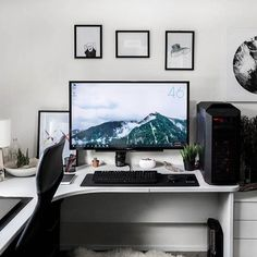 Minimalist productivity + gaming setup /// #SetupTour⠀ ⠀ Source: Reddit - u/chinatownrocks⠀ #office #homeoffice #productivity #setup #workspace #workstation #desksetup #deskspace #deskgoals #deskdecor #desktop #desk #interior #interiordesign #design #designer #minimal #minimalism #minimalist #developer #programmer #programming #coding #pcmr #pcmasterrace #gaming #battlestation #razer #mechanicalkeyboard
