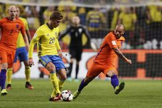 Alexander Fransson of Sweden and Wesley Sneijder of Netherlands competes for the ball during the FIFA World Cup Qualifier between Sweden and Netherlands at Friends arena on September 6, 2016 in Solna, Sweden.