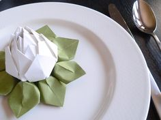 I wish I was good at origami so I could use it as a table setting. The colors in it are so elegant and pretty!