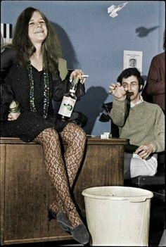 Janis Joplin, a bottle of Southern Comfort, a paper airplane, and John Simon, 1968 (photo: Elliot Landy) Janis Joplin, Acid Rock, Rock N Roll, Jimi Hendricks, Singer Songwriter, Big Brother, Punk, Hollywood, Amy Winehouse