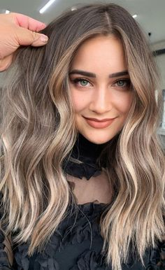 Natural Blonde Hair With Highlights, Mousy Brown Hair, Natural Brown Hair, Warm Blonde Hair, Blonde Hair Looks, Balayage Hair Blonde, Hair Highlights, Hair Color Caramel Blonde, Brown Highlighted Hair