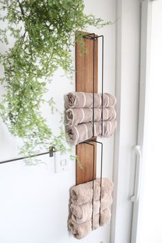 creative way to save space in a small bathroom for towels. #smallspaces #smalbathroom